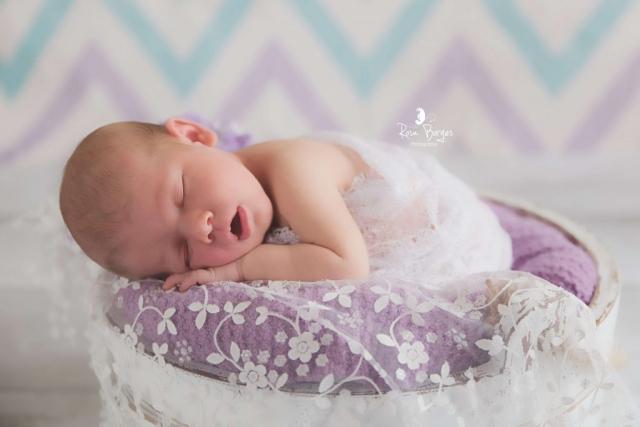 photographe nouveau-né, newborn posing Troyes